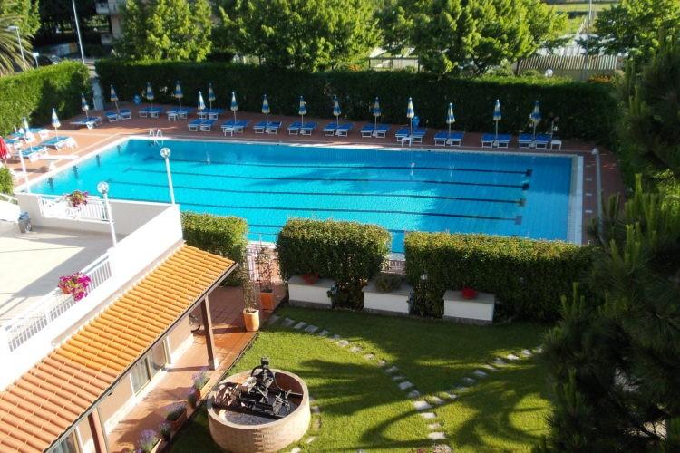 Swimming Pool , Solarium and Garden